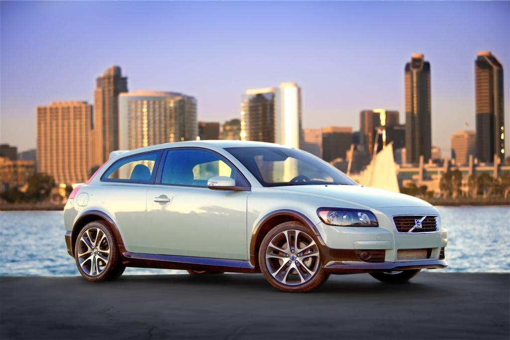 VOLVO C30 brown