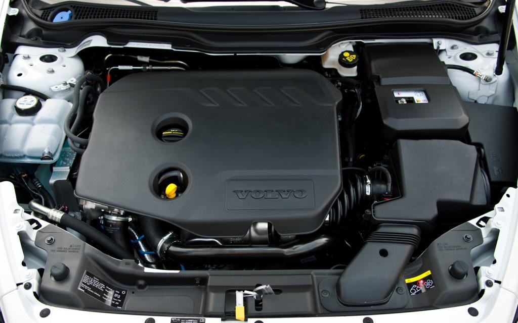 VOLVO C30 engine
