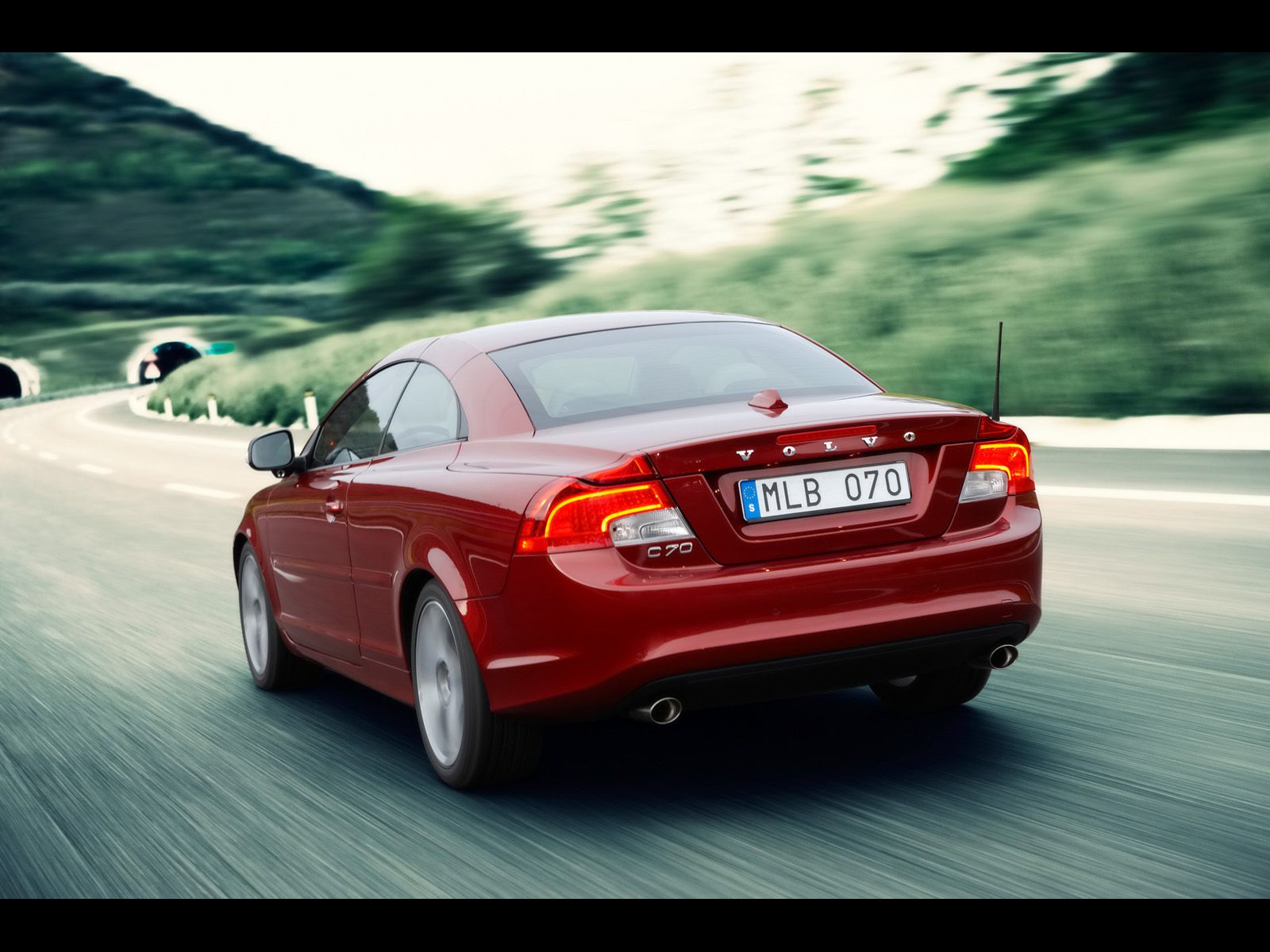 VOLVO C70 red