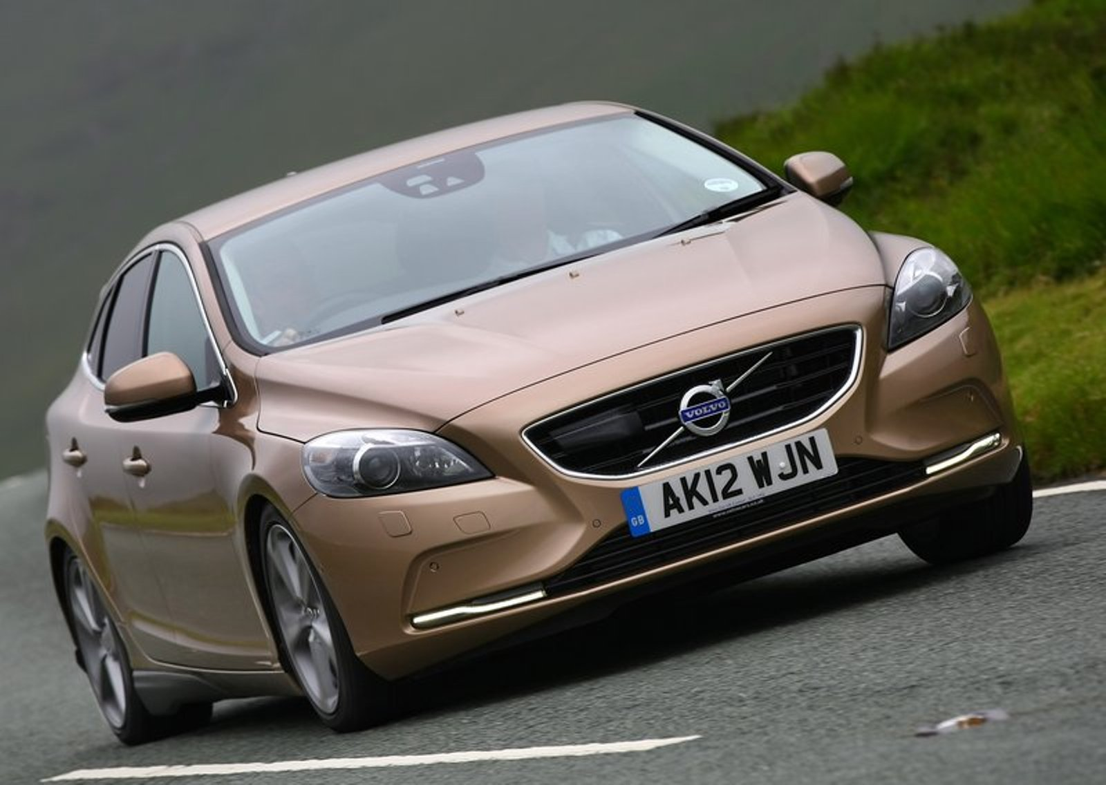 VOLVO S 40 brown