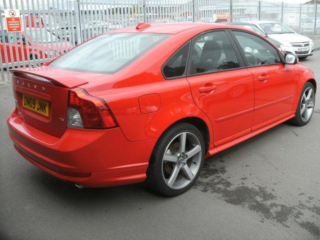 VOLVO S 40 red