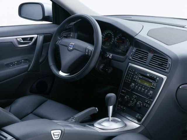 VOLVO S-60 interior