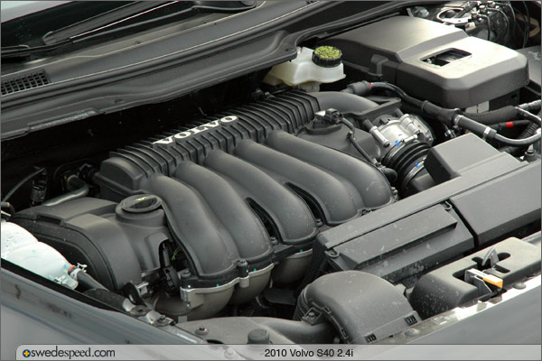 VOLVO S40 engine
