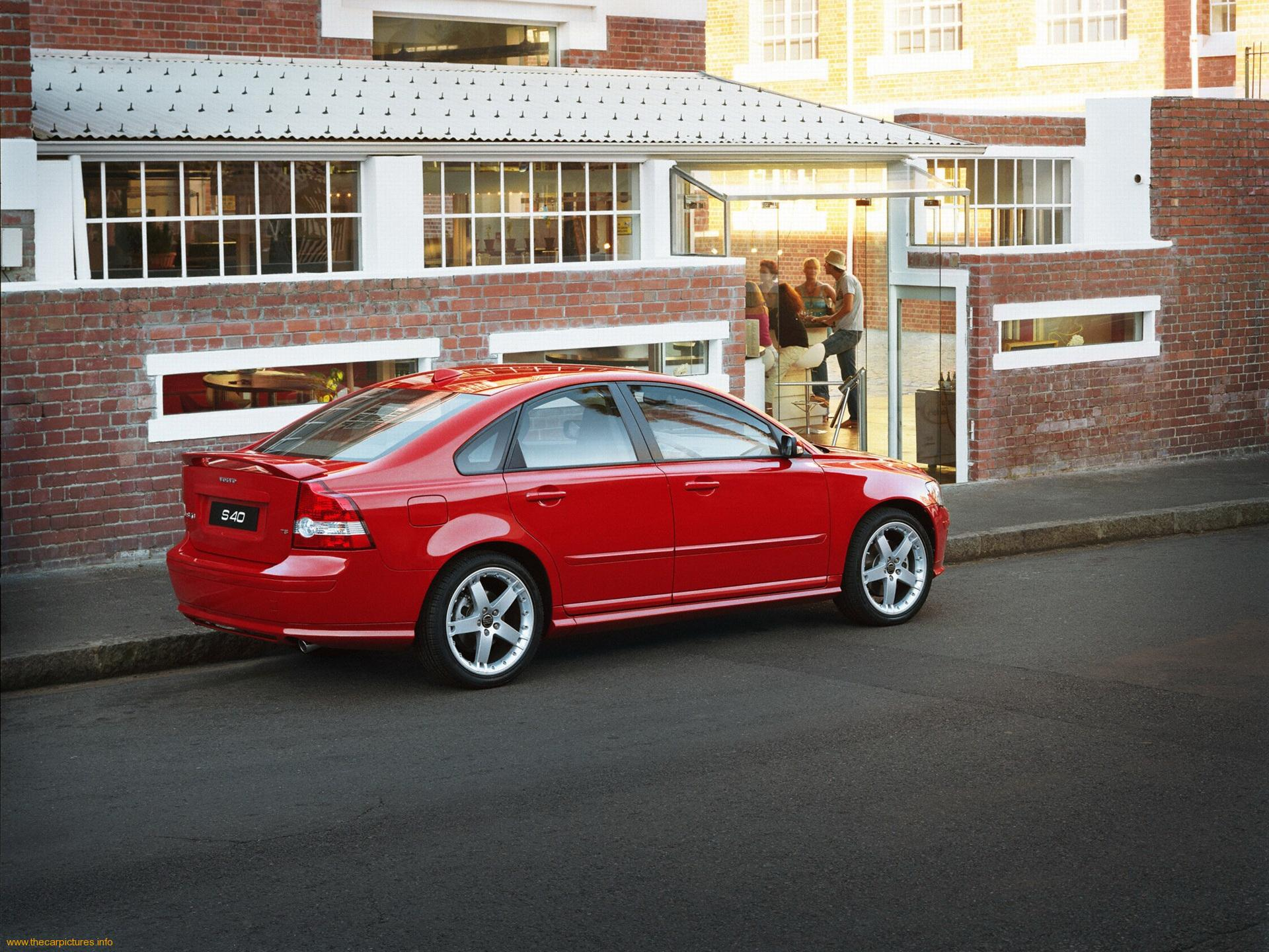 VOLVO S40 red