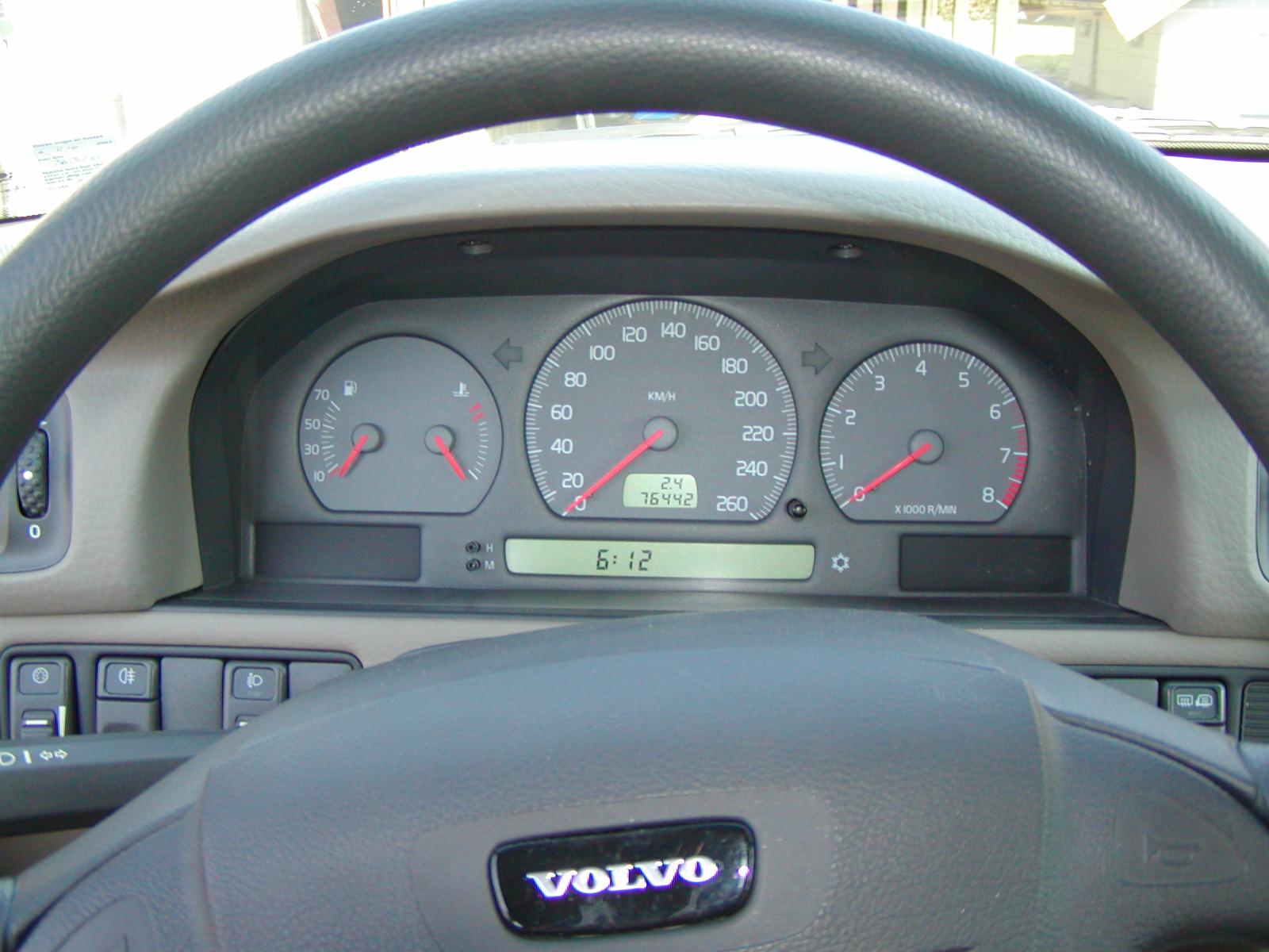 VOLVO S70 interior