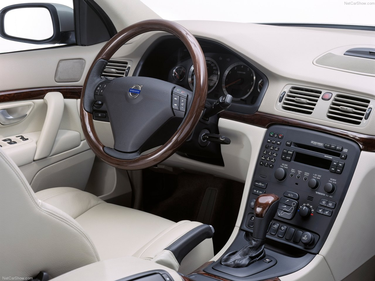 Volvo S Interior on 2000 Volvo S70 White