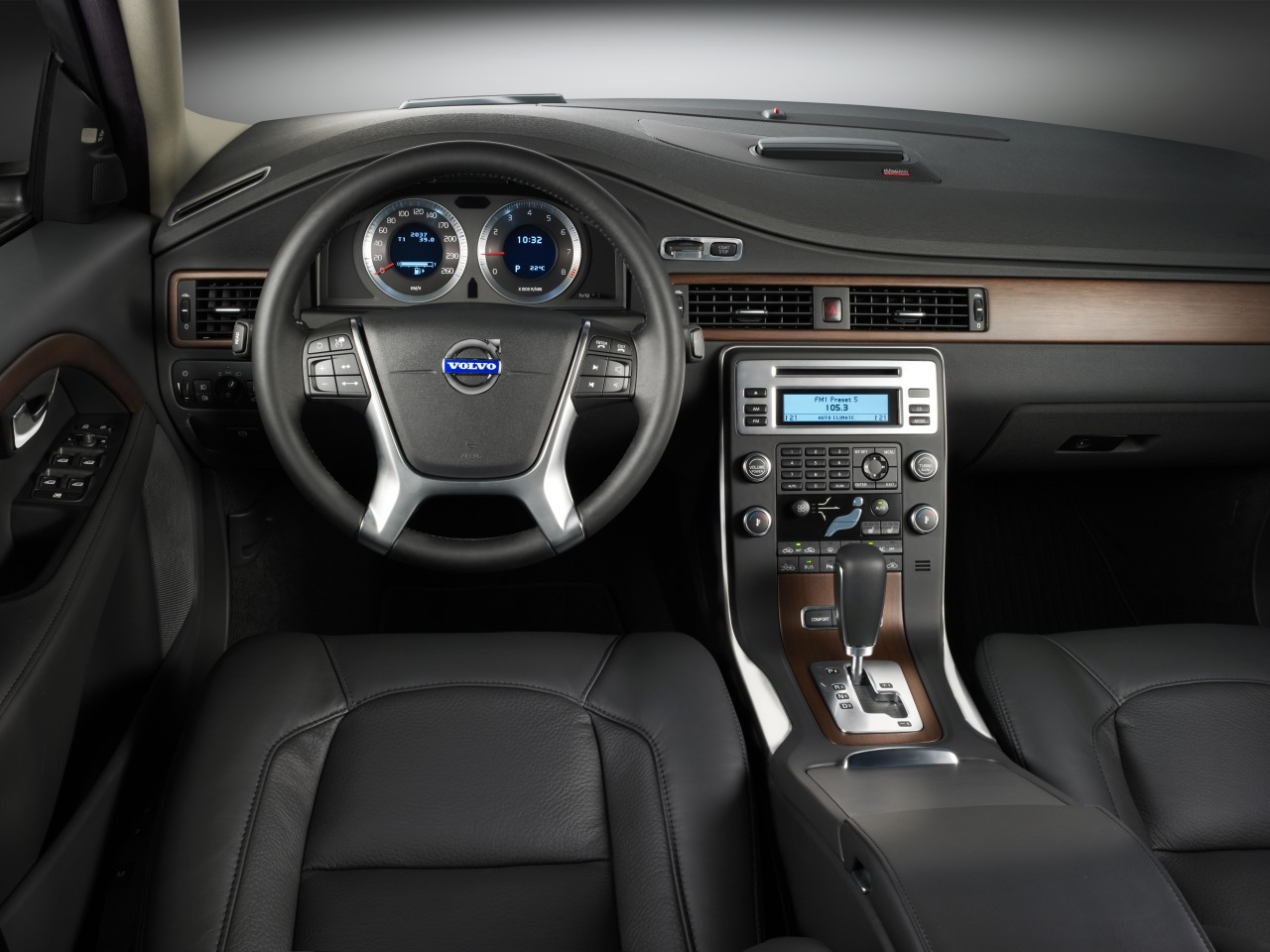 VOLVO S80 - Review and photos