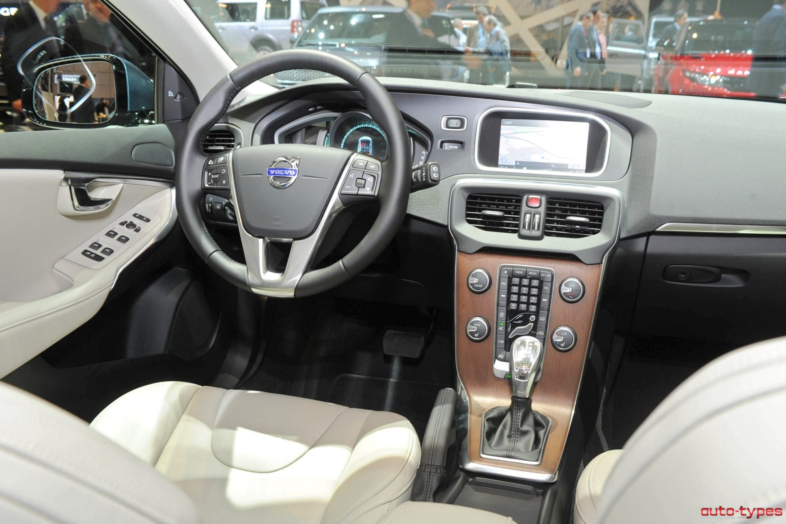 Volvo 40 1 Interior >> Volvo V40 Review And Photos