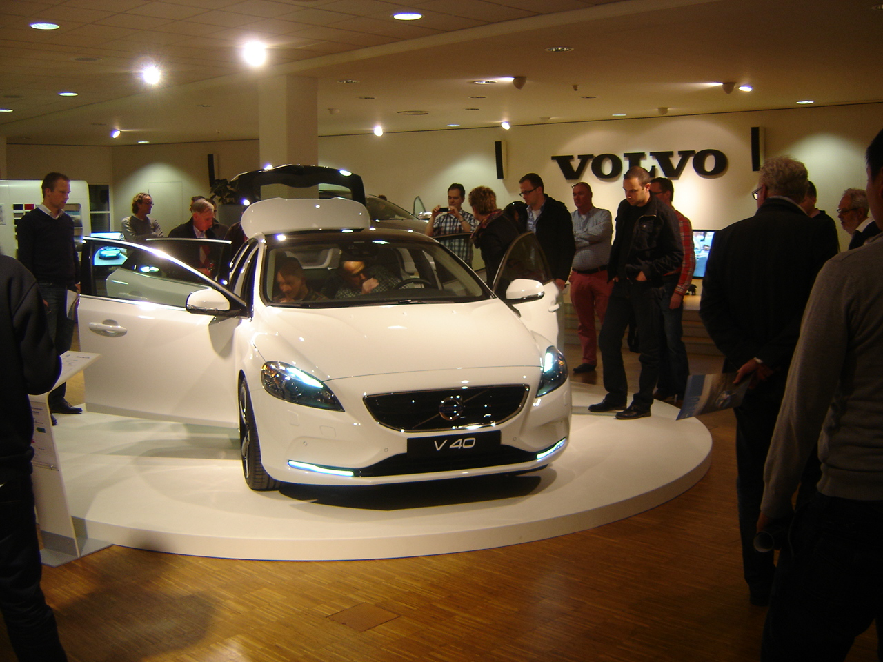 VOLVO V40 brown
