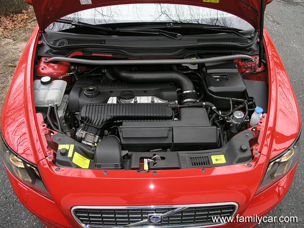 VOLVO V50 engine