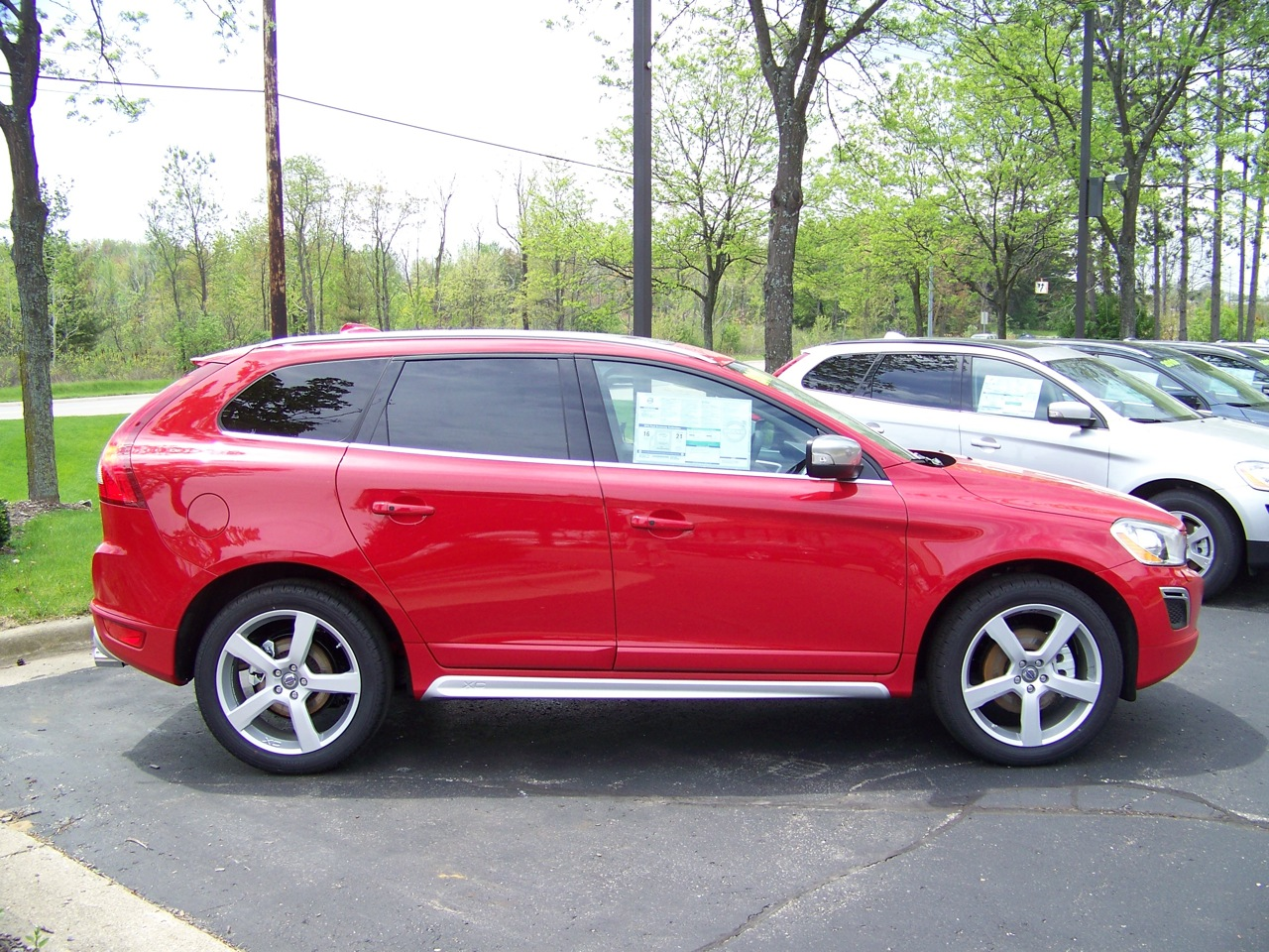 VOLVO XC 60 red