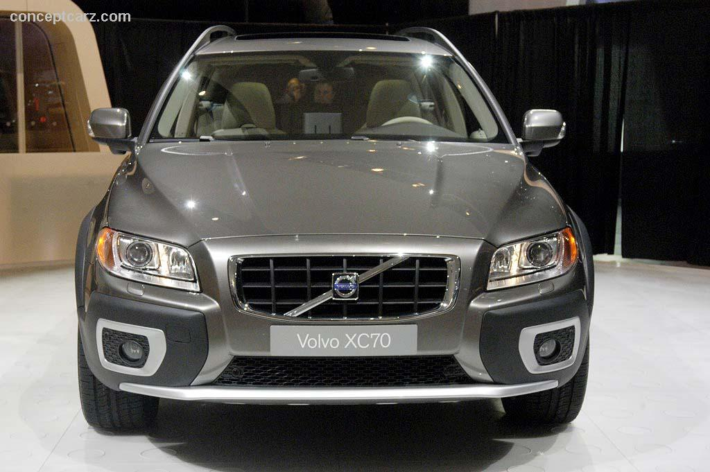 VOLVO XC70 brown