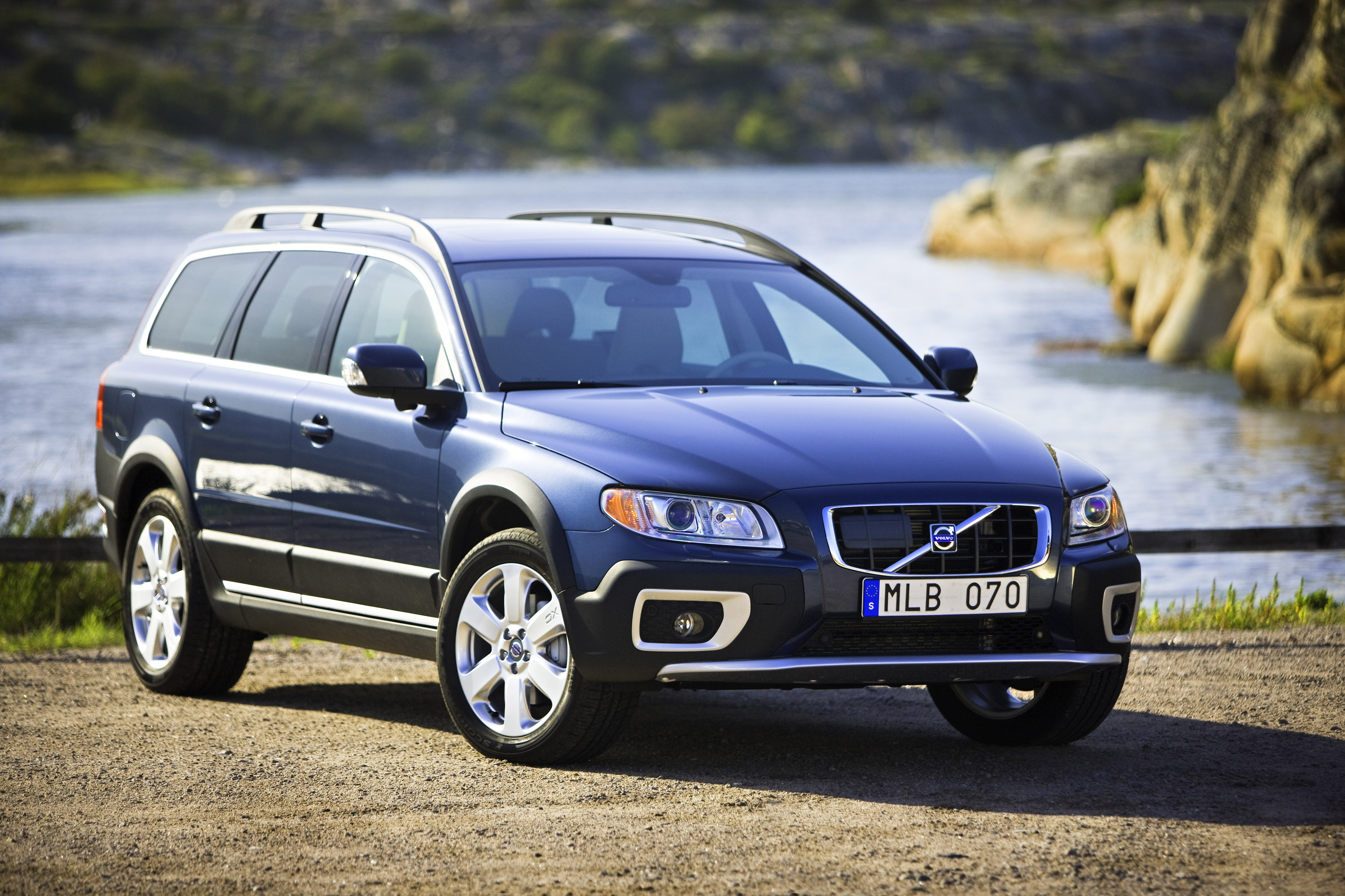 volvo xc70 review and photos. Black Bedroom Furniture Sets. Home Design Ideas