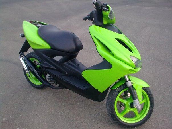 YAMAHA AEROX green