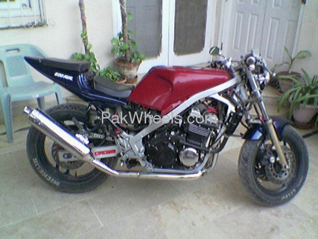 YAMAHA FZR 400 engine