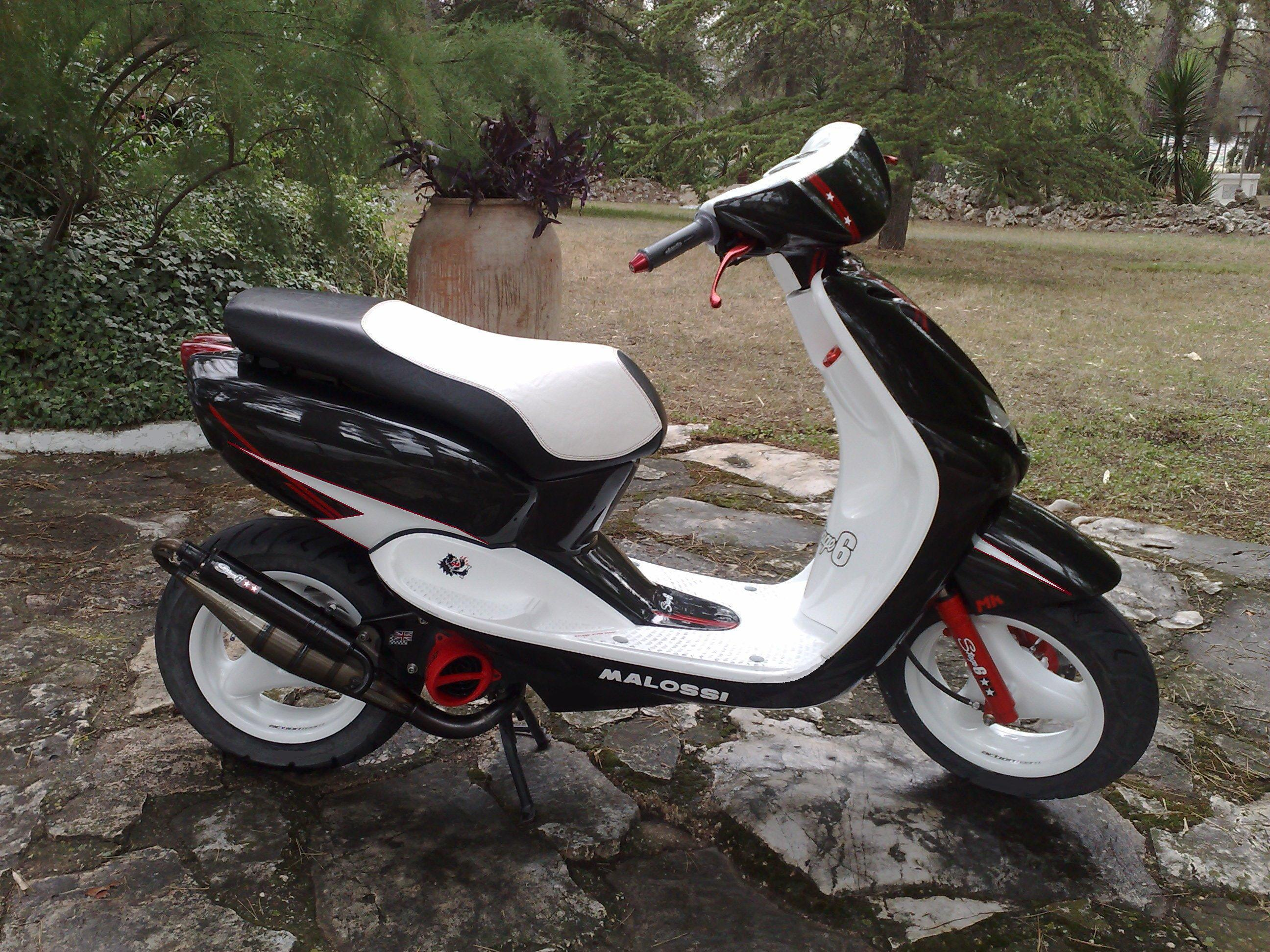 YAMAHA NEOS 4 red