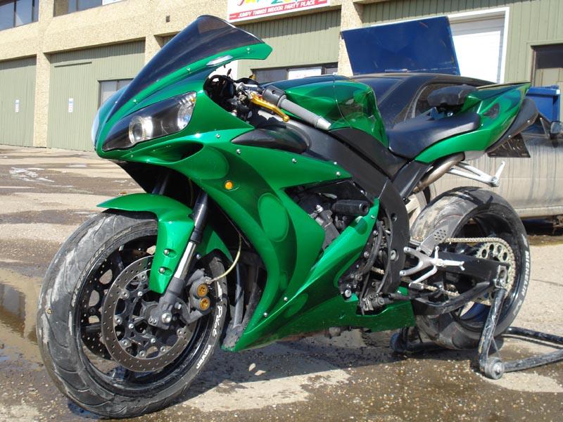 YAMAHA R1 green