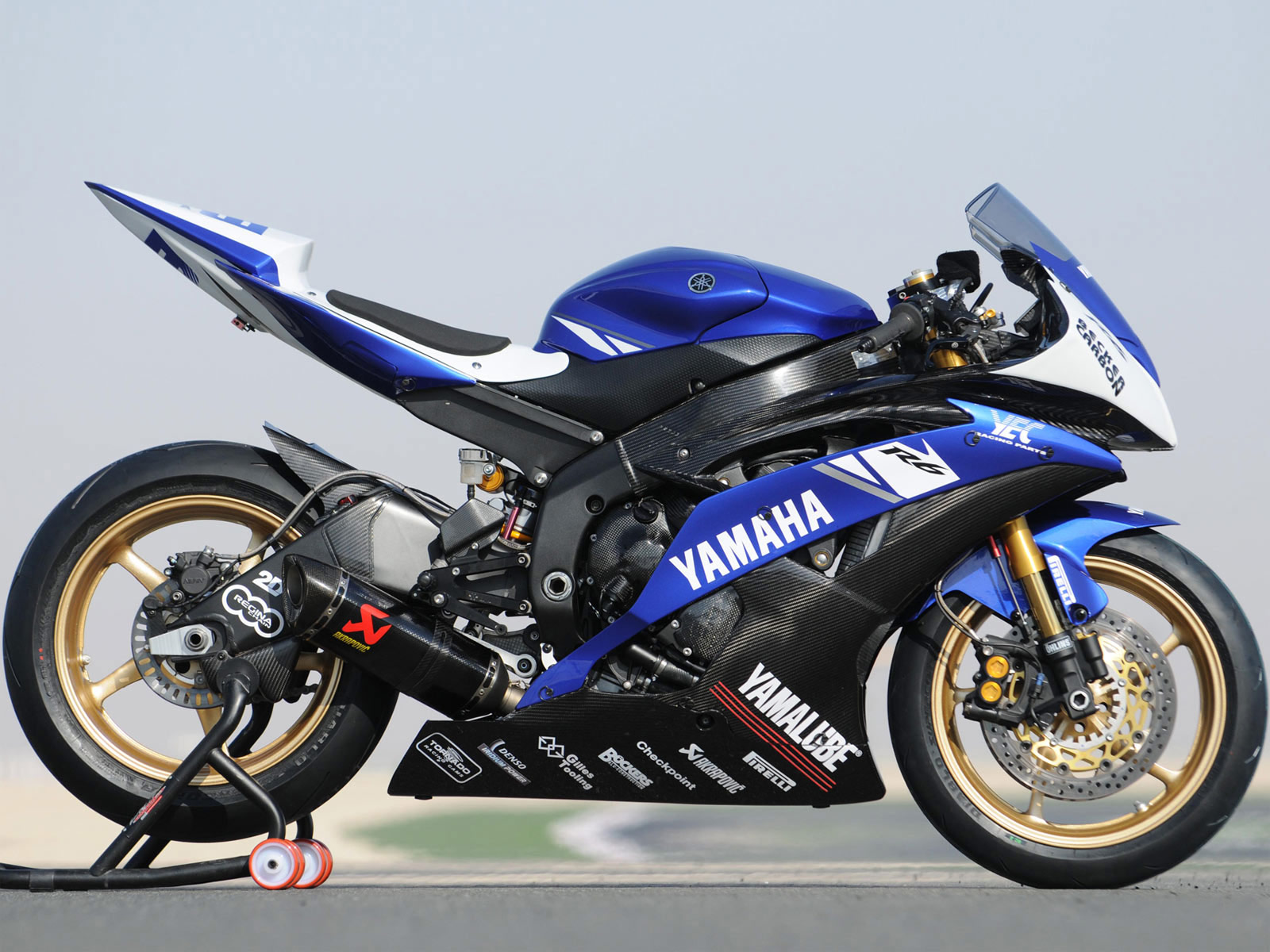YAMAHA R1 - Review and photos