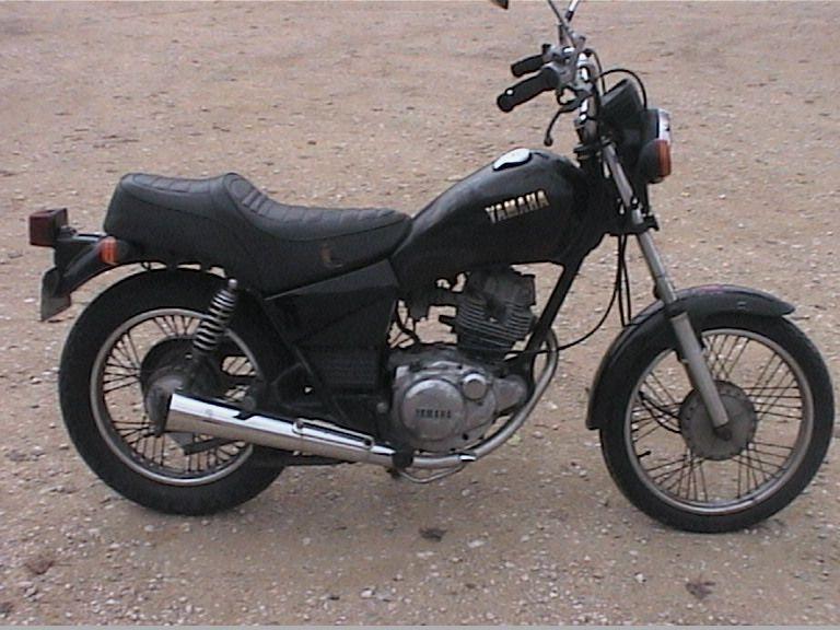 YAMAHA SR 125 black