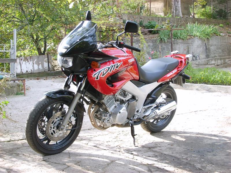 YAMAHA TDM 850 red