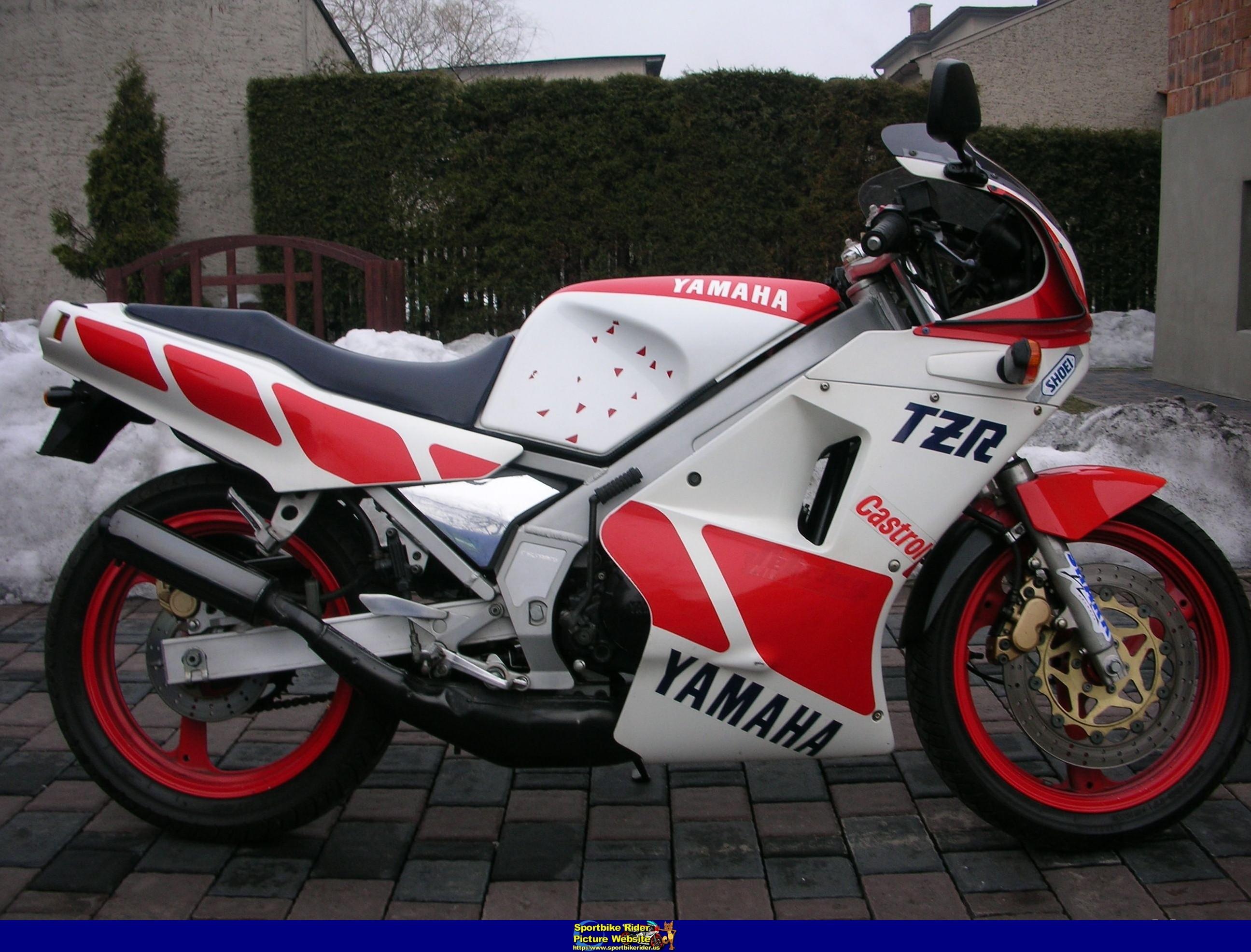 YAMAHA TZR250 black