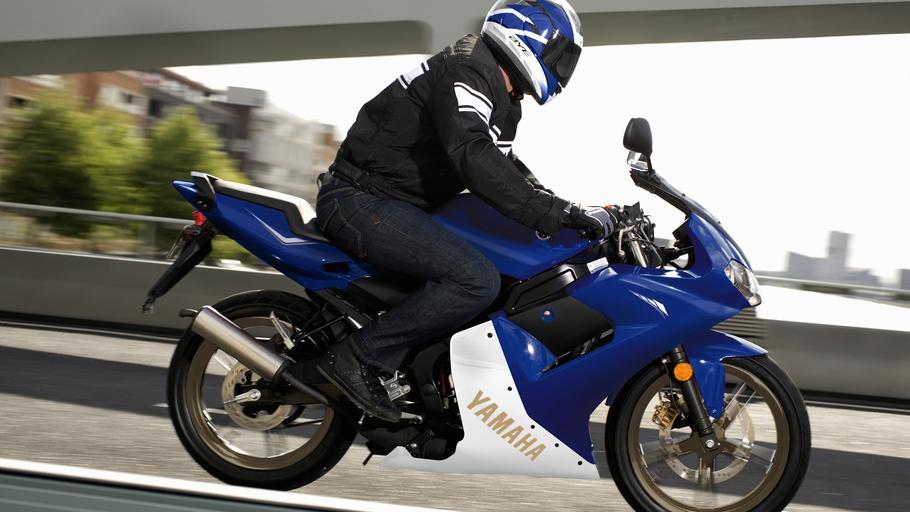 YAMAHA TZR50 blue