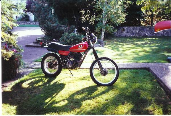 YAMAHA XR 250 red