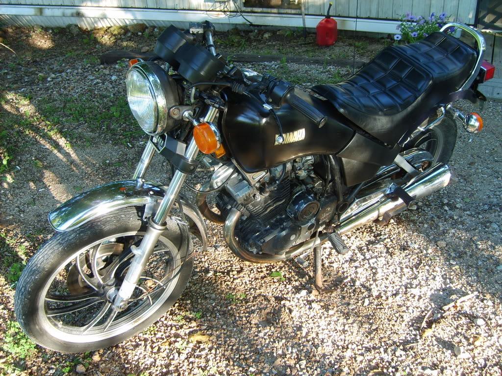 YAMAHA XS 400 black