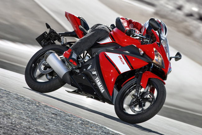 YAMAHA YZF-R125 red