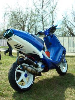 APRILIA SR 50 blue