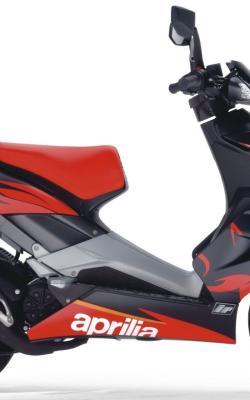 APRILIA SR 50 red
