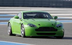 ASTON MARTIN V8 VANTAGE green