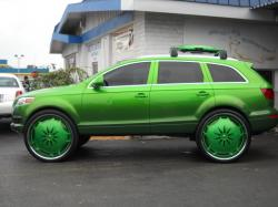 AUDI Q7 green