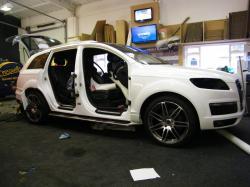 AUDI Q7 white