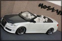AUDI RS4 white