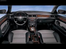 AUDI V8 interior