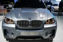 BMW 7 HYBRID red