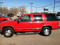 CHEVROLET TAHOE 4WD red