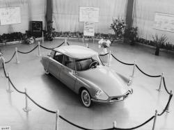 CITROEN DS 19 brown