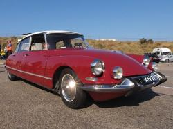 CITROEN DS red