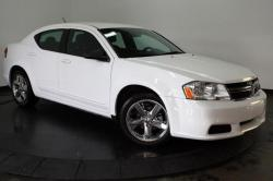 DODGE AVENGER SE white