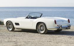 FERRARI CALIFORNIA 250 white