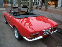 FIAT 124 red