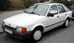 FORD ESCORT white