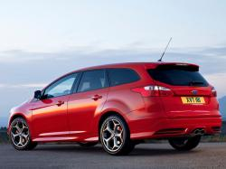 FORD FOCUS ST red