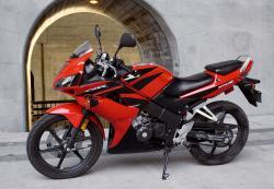HONDA CBR125 red