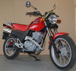 HONDA SLR 650 red
