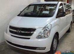 HYUNDAI GRAND STAREX green
