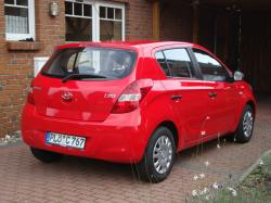 HYUNDAI I20 red