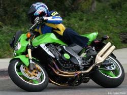 KAWASAKI Z1000 green